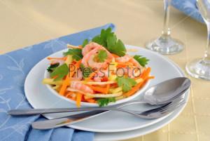 Салат с яблоками и креветками