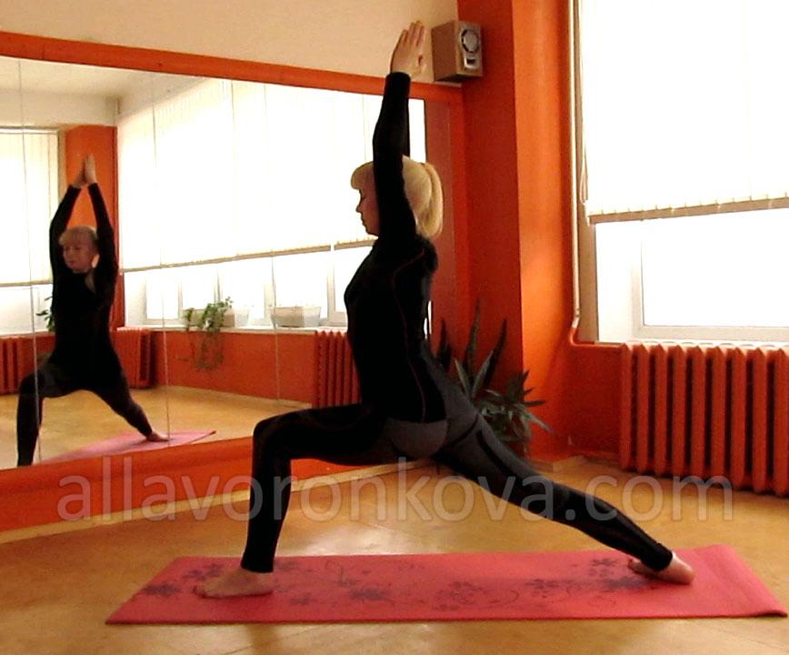 Йога-для-всех-Алла-Воронкова-Вирабхадрасана